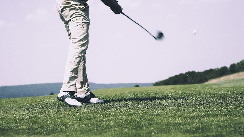 mid golf swing